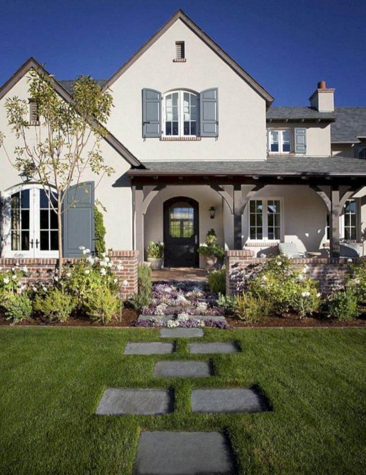 Variety of Colors Charming Exterior Design for Country Houses to Look Beautiful 42