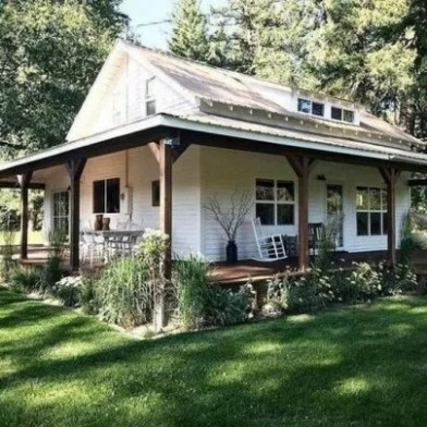 Variety of Colors Charming Exterior Design for Country Houses to Look Beautiful 45
