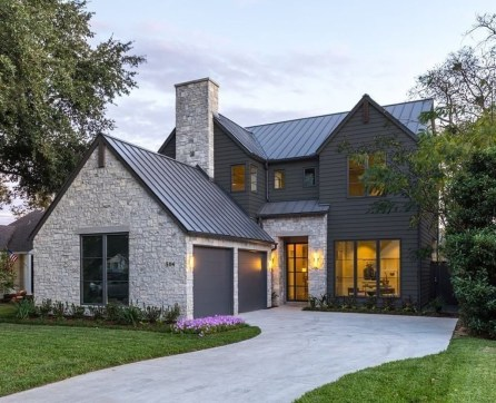 Variety of Colors Charming Exterior Design for Country Houses to Look Beautiful 50