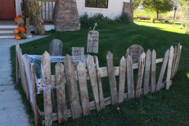 Best DIY Halloween Decorations To Perfect Your Outdoor Design 09