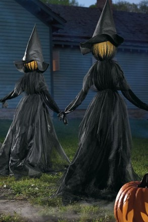Best DIY Halloween Decorations To Perfect Your Outdoor Design 39