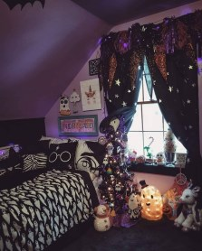Cozy Halloween Bedroom Decorating Ideas 01