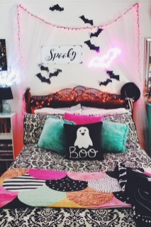 Cozy Halloween Bedroom Decorating Ideas 13