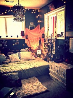 Cozy Halloween Bedroom Decorating Ideas 16