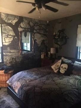 Cozy Halloween Bedroom Decorating Ideas 17