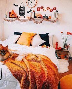 Cozy Halloween Bedroom Decorating Ideas 23
