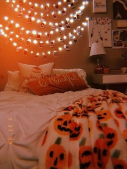 Cozy Halloween Bedroom Decorating Ideas 35