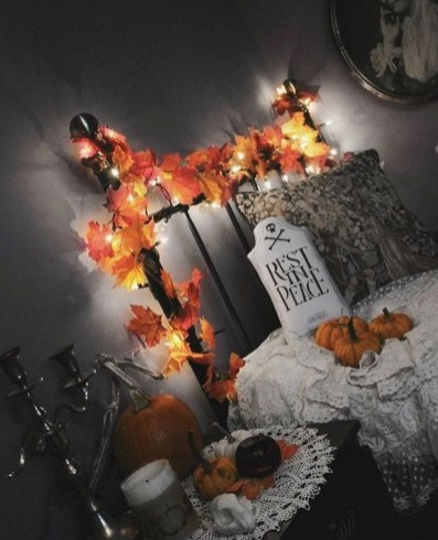 Cozy Halloween Bedroom Decorating Ideas 39