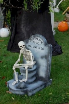 DIY Creepy Halloween Decorating Ideas Outdoors 06