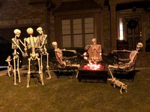 DIY Creepy Halloween Decorating Ideas Outdoors 25