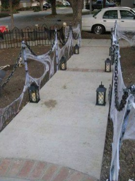 DIY Creepy Halloween Decorating Ideas Outdoors 26