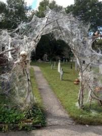 DIY Creepy Halloween Decorating Ideas Outdoors 30