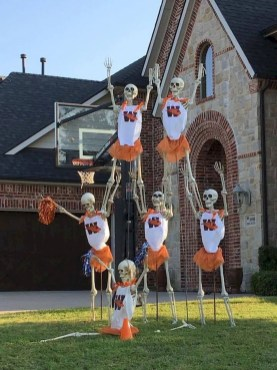 DIY Creepy Halloween Decorating Ideas Outdoors 35