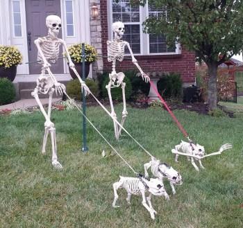 DIY Creepy Halloween Decorating Ideas Outdoors 36