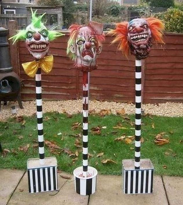 DIY Creepy Halloween Decorating Ideas Outdoors 44