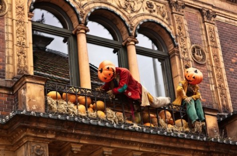 Gorgeous Halloween Ideas for Apartment Balcony This year 01