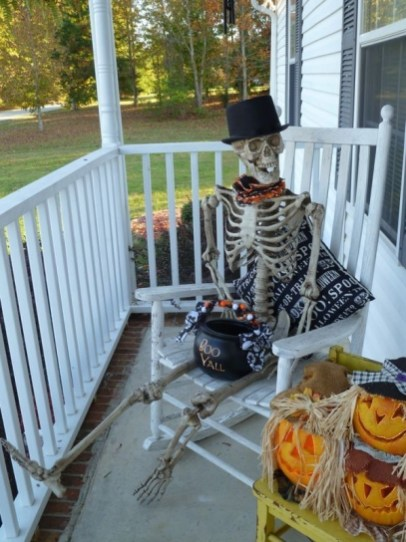 Gorgeous Halloween Ideas for Apartment Balcony This year 13