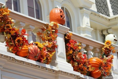 Gorgeous Halloween Ideas for Apartment Balcony This year 16