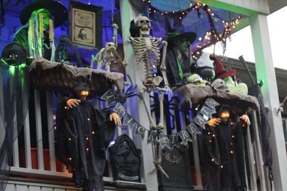Gorgeous Halloween Ideas for Apartment Balcony This year 26