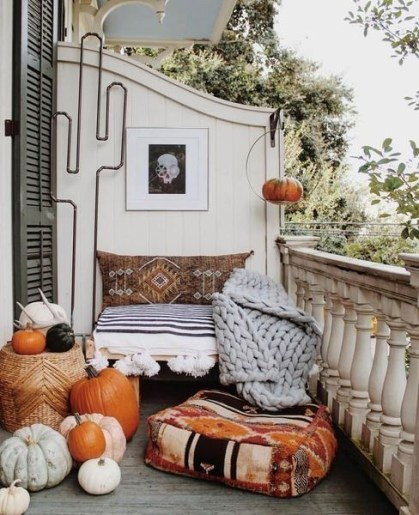 Gorgeous Halloween Ideas for Apartment Balcony This year 27