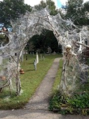 Most Amazing DIY Halloween Decoration Ideas to Make Your Outdoor Decoration More Perfect 01