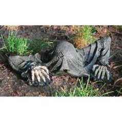 Most Amazing DIY Halloween Decoration Ideas to Make Your Outdoor Decoration More Perfect 12