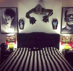 Small Bedroom Decoration with Halloween Ornament 21