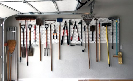 Smart and Comfortable Garage Organization for Your Small Room 18