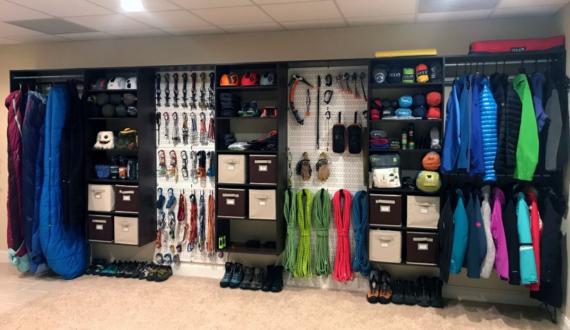 Smart and Comfortable Garage Organization for Your Small Room 21