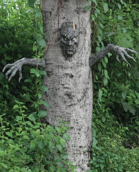 The Most Creepy Halloween Garden Decoration in Years 31