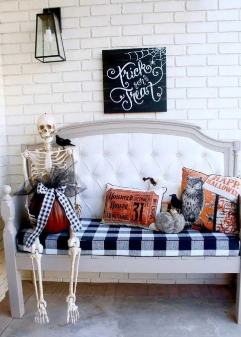 The Most Interesting Family Room Arrangement on This Halloween 24