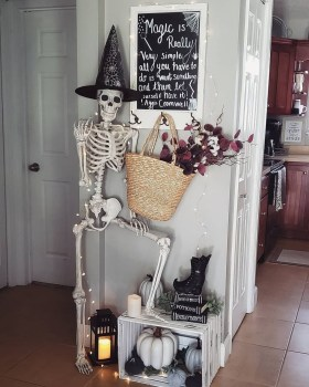 The Most Scary DIY Halloween Decoration Ideas For Your Home 27