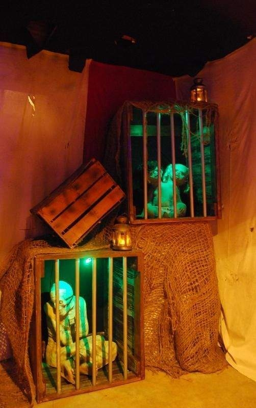 The Most Scary DIY Halloween Decoration Ideas For Your Home 36
