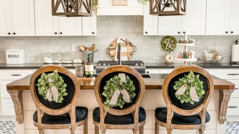 20 Easy and Cheap Christmas Kitchen Decorating Ideas