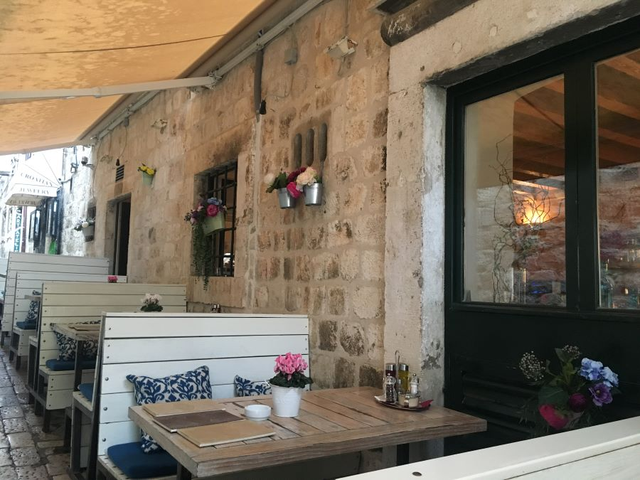 A photo of a restaurant booth on the patio.