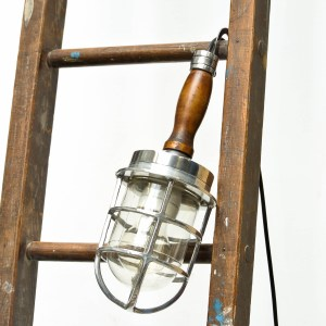 Portable lamp with wood handle anciellitude