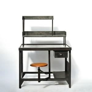 Ancien bureau avec assise intégrée anciellitude