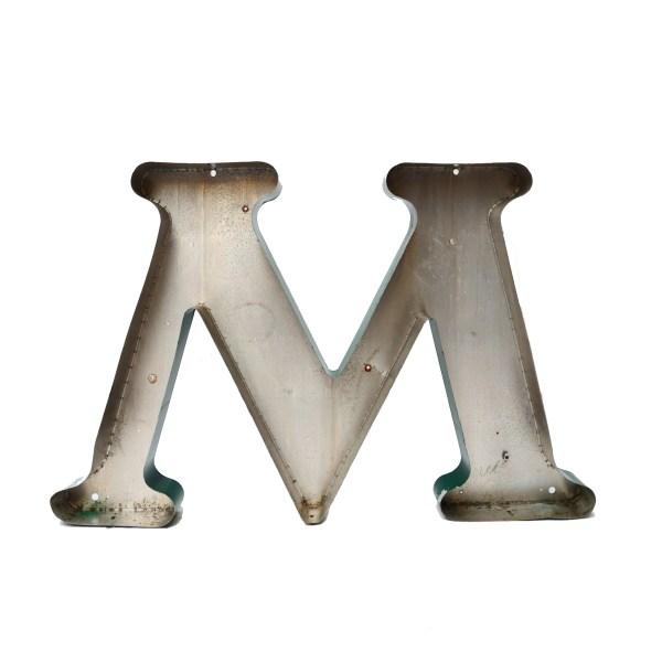 Grande lettre M verte en métal vintage anciellitude