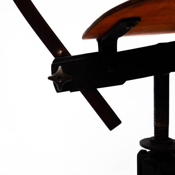 Ancienne chaise d'atelier Biénaise anciellitude