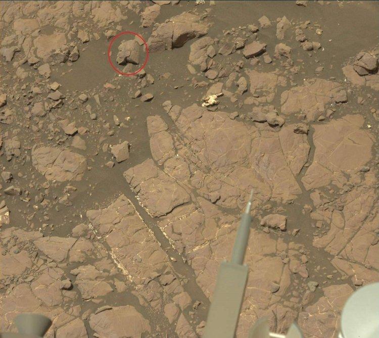 ¿Qué Hace una Estatua Egipcia Antigua en la Superficie de Marte?