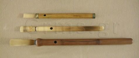 Εικ. 33β. Κινεζικό quanzi (πάνω) και αρμενικές duduk (μέση, κάτω): κάτω όψη.