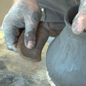 use of the gourd rib in pottery making
