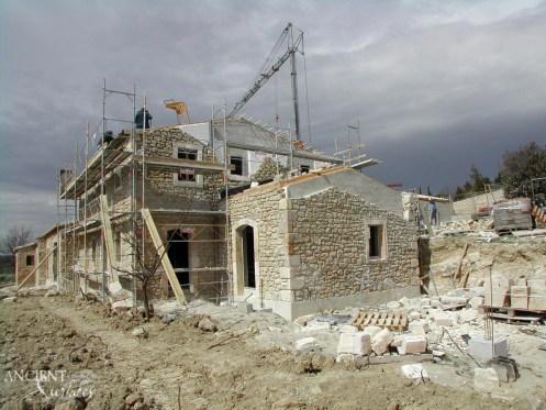 p11_a25-un-mas-provencal-en-pierre