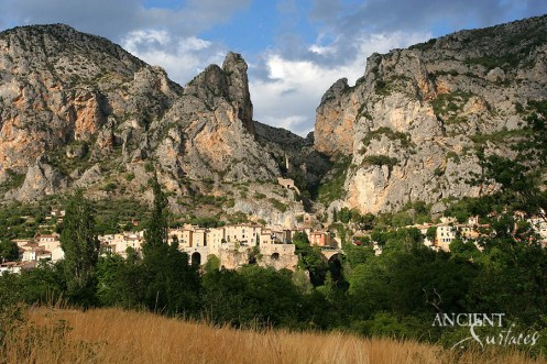 moustiers_ste_marie_provence_france-copy