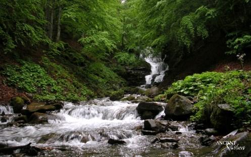 ukraine_zakarpatye_falls_river_mountain_stones_stream_60933_3840x2400