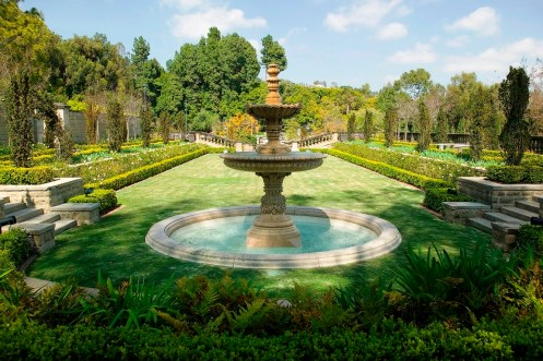 Greystone-Mansion-and-Park-fountain