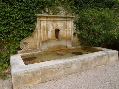 Louvre-limestone-french-country-side-stone-wall-pool-fountain