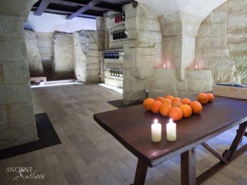 indoor-limestone-floors-with-limestone-wall-cladding