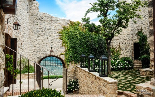 Italian-farmhouse-courtyard-limestone-wall-cladding