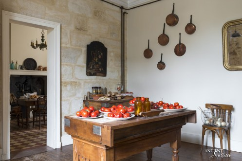 french-farmhouse-style-kitchen
